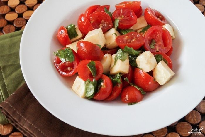 салаты на быструю руку/5281519_salat_s_tomatami_cherri96268 (700x466, 224Kb)