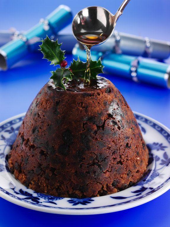 50 recettes pour un réveillon ultra festif : la recette du pudding traditionnel anglais, celle du pudding traditionnel que l'on peut garder longtemps.  Retrouvez d'autres recettes emblématiques des fêtes de fin d'année sur #aufeminin ! /// #gastronomie #recette #anglaise #Marmiton #pudding #dessert #gateau #tradition #noel #reveillon #fêtes