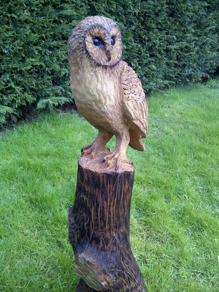 Chainsaw Artist Gallery | A large sculpture of a Barn Owl perched on a tree…
