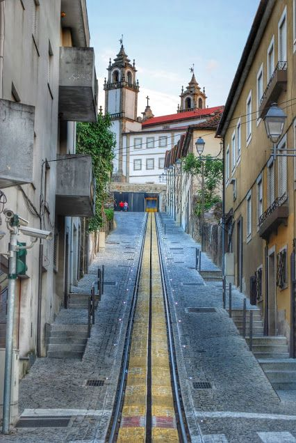 Funicular, old neighborhood #Viseu - Portugal   ..rh