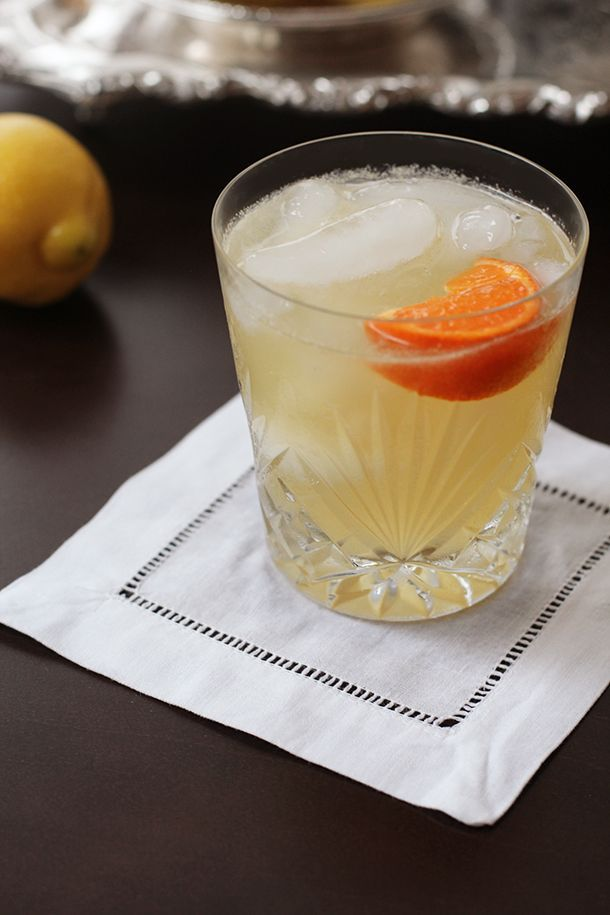 Prohibition Era Cocktail Recipe | The Bee's Knees (lemon+honey+gin+orange)