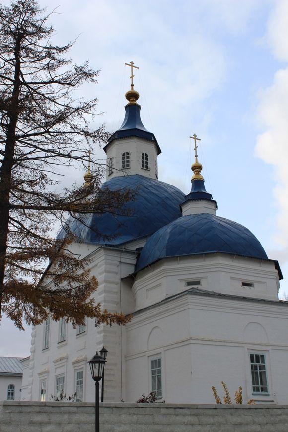 С 24 по 27 октября я подарила себе путешествие в город Тобольск в честь годовщины свободного предпринимательства. Это путешествие неожиданно стало для нас духовным паломничеством. 25 октября мы побывали в двух монастырях: Абалакском Свято-Знаменском мужском и Иоанно-Введенском женском…  А 26 октября мы посвятили время Тобольскому Кремлю...