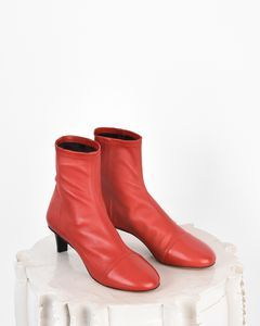 Are you looking forBOOTS Women by Isabel Marant? Find out all the details on our official online store and shop now your fashion icon.