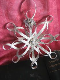 House Revivals: Make a Woven Star from Vintage Book Pages, Part Two
