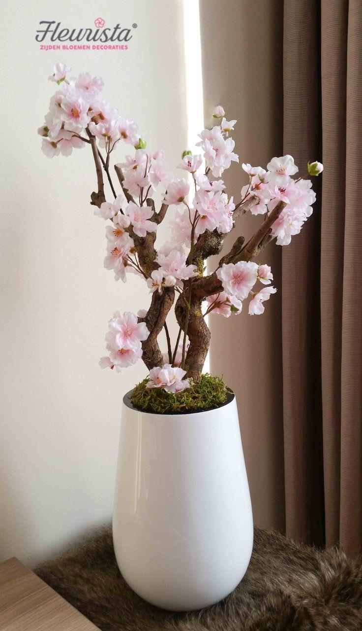 Licht roze bloesempje voor op de vensterbank bijvoorbeeld. Zijden bloesem plantjes van zeer goede kwaliteit voor een echte look. Ook leuk als cadeau.