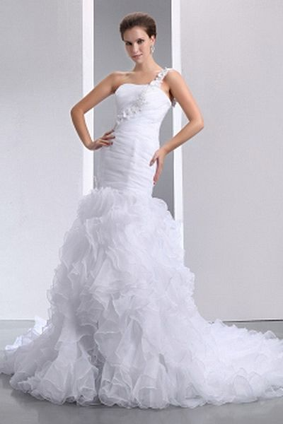 Romantic One-shoulder Trumpet-Mermaid Wedding Gown wr0581 - http://www.weddingrobe.co.uk/romantic-one-shoulder-trumpet-mermaid-wedding-gown-wr0581.html - NECKLINE: One-shoulder. FABRIC: Organza. SLEEVE: Sleeveless. COLOR: White. SILHOUETTE: Trumpet/Mermai