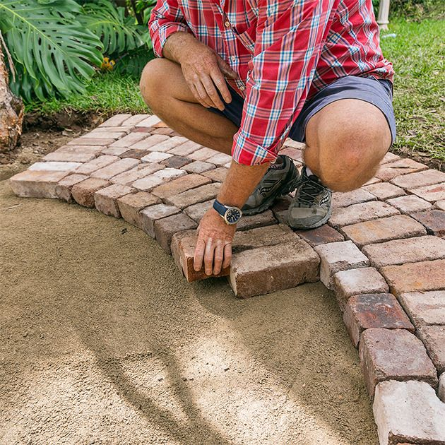 Make a circular patio in your backyard. Great step by step instructions!