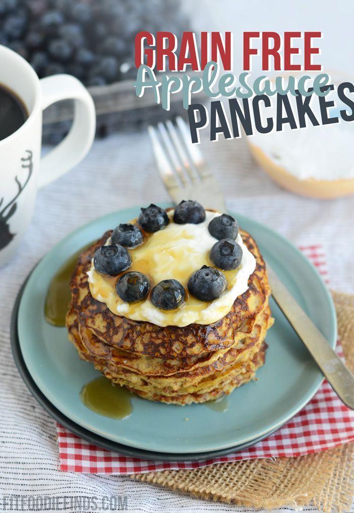 Grano libre de puré de manzana Panqueques un desayuno rico en proteínas y eso es #glutenfree #paleo través FitFoodieFinds.com