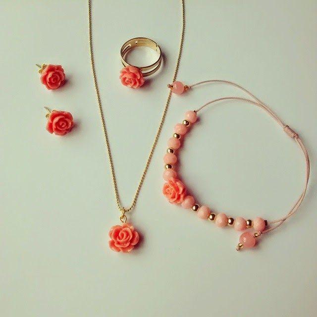 Conjunto Rositas Rosas Materiales: Rosas de resina, accesorios de oro goldfield, hilo celular, mostacillas checas