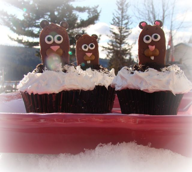 groundhog cupcakes from sweetbakedloveblogspotca