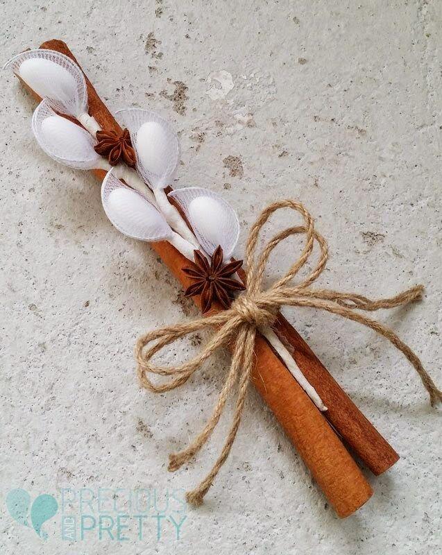 Μία μπομπονιέρα που μυρίζει Ελλάδα!Ταιριάζει απόλυτα σε γάμους ρουστίκ, αφού συνδυάζει το ξύλο της κανέλας, με την ομορφιά του αστεροειδή...
