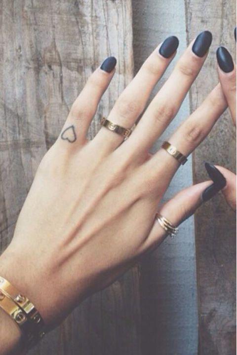 28 Tiny Finger Tattoo Ideas | Tiny finger tattoos, Finger ...