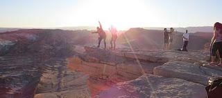 Pedra do Coiote no Atacama. Pedra do Coiote no Vale da Morte. Atacama - Vale da Lua e Vale da Morte, além de um treino no deserto. Os dois vales estão interligados e ficam ao lado da Cordilheira de Sal. O Vale da Morte é um dos lugares mais secos e inóspitos do planeta.