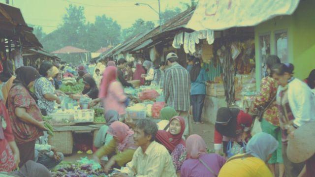 Kementerian Koperasi dan UKM bersama Otoritas Jasa Keuangan (OJK) dan Asosiasi Asuransi Umum Indonesia (AAUI) mengeluarkan produk asuransi mikro untuk para pelaku UKM di Indonesia, produk tersebut dinamakan Asuransi Anti Bangkrut (Si Abang).