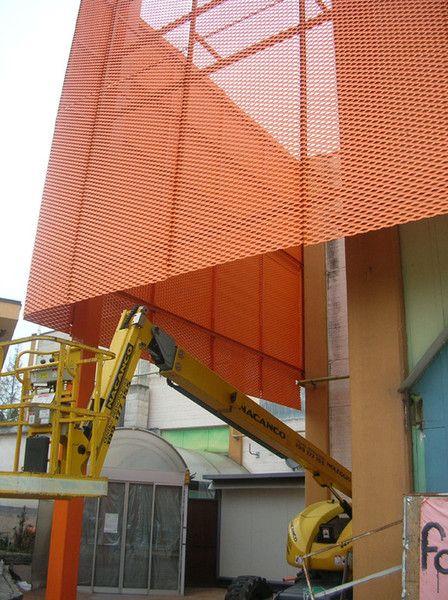 Pour l'architecture métallique regardez nos réalisations en métal déployé tel que les façades métalliques, les brises soleil alu,  ou les garde-corps métal