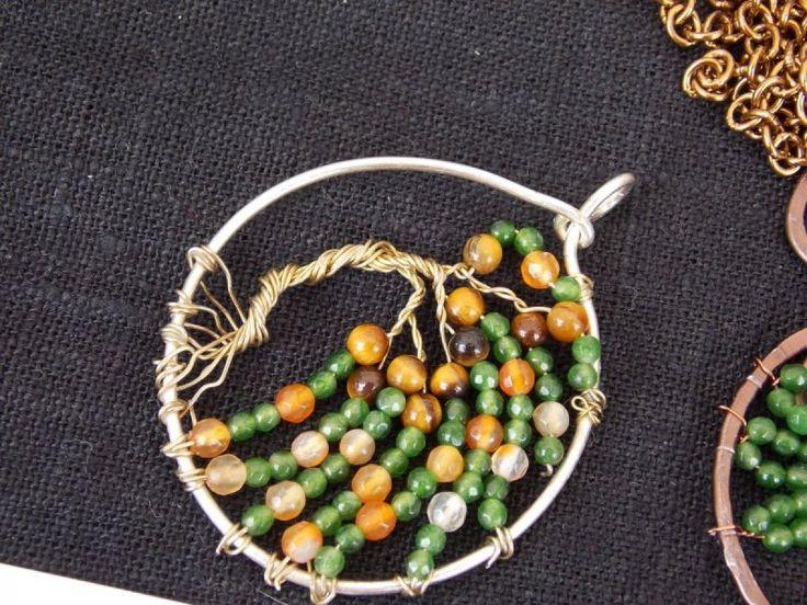 Albero della vita a forma di salice piangente realizzato con la tecnica del Wire Wrap e Occhio di tigre, Giada Verde e Corniola.