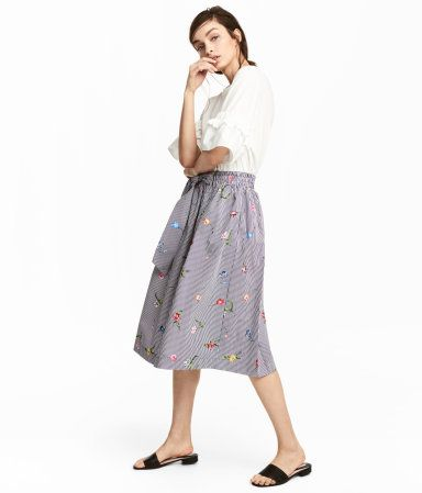 Dark blue/Striped. Flared, knee-length skirt in a patterned weave with side pockets and elastication and ties at the waist. Unlined.