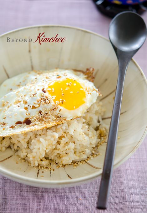 express-egg-rice. Officially my favorite savory breakfast option. Why? Because it's so darn easy and delicious!