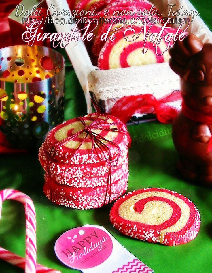 """Francesca del Vecchio del blog """"Dolci creazioni e non solo"""" ha preparato queste graziose e deliziose girandole di #Natale (Christmas pinwheel cookies)!  #Christmas #ricetta #GialloZafferano http://speciali.giallozafferano.it/regali-da-mangiare"""