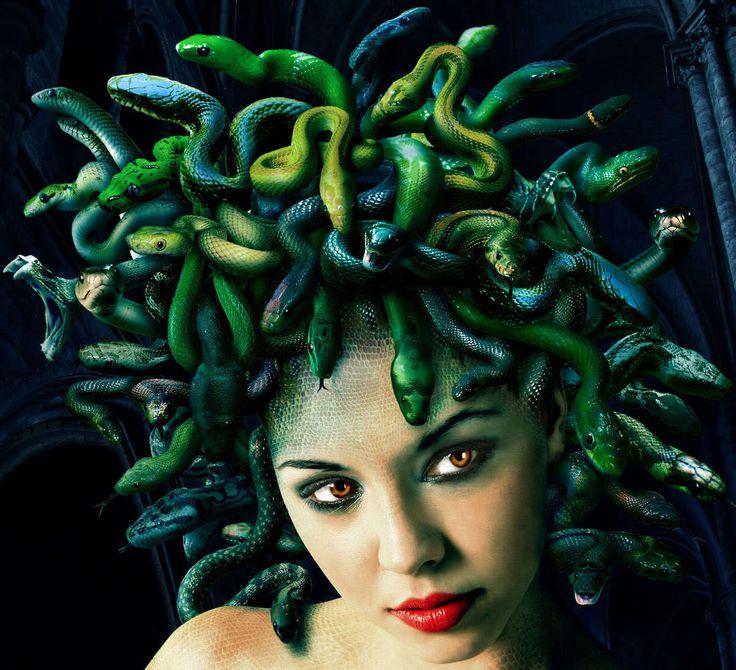Warum denn nicht am Halloween wie Medusa verkleidet zu werden? Wir haben schnelle Anleitung, wie Sie ein ausgefallenes Medusa Kostüm kriegen!