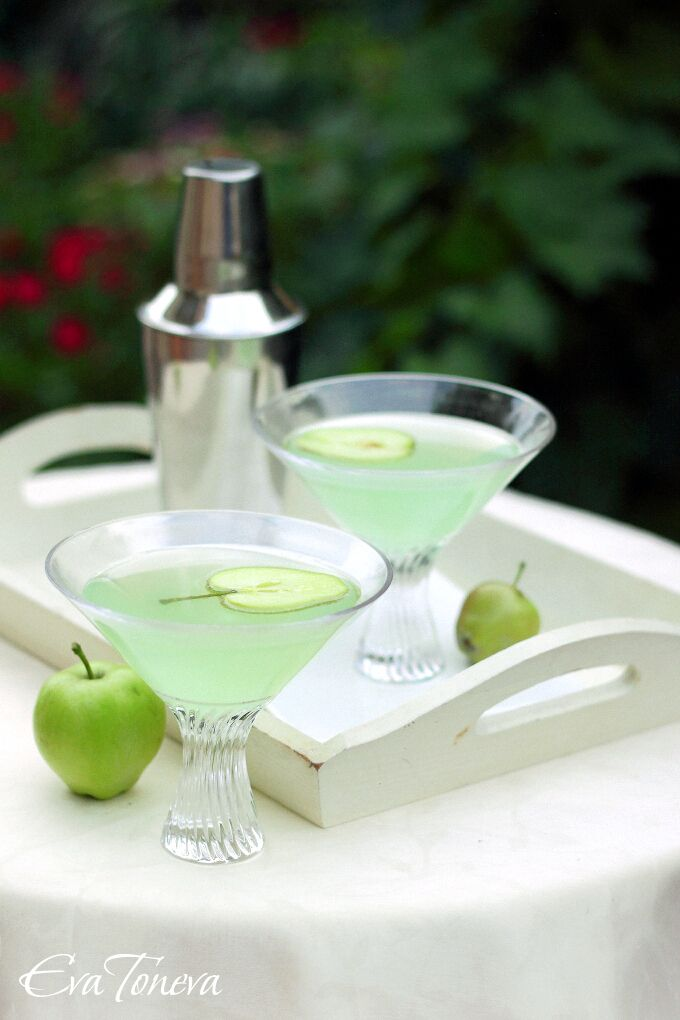 Green Apple Martini | Eva Toneva