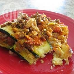 Een heerlijk recept voor een lichtere, low carb, koolhydraatarme versie van lasagne, namelijk met dunne plakjes courgette. Je mist de pasta niet eens!