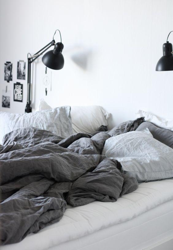 23 id es de couvre lit tendance pour la chambre cet t couvre lit gris lit gris et couvre lit. Black Bedroom Furniture Sets. Home Design Ideas