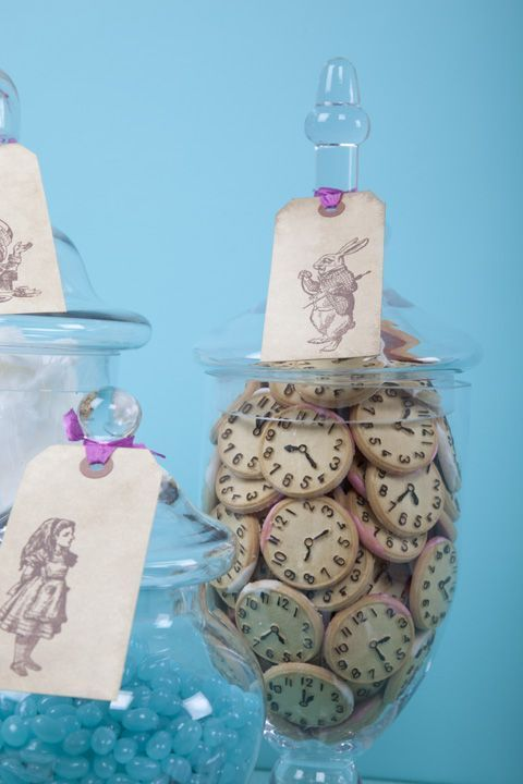 This website no longer seems to be available, but this cookie idea was too cute not to share for an Alice in Wonderland theme! https://au.pinterest.com/pin/429460514449389934/