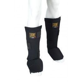 Protège tibia Boxe Basic Léone 1947 Noir Protège tibia Noir avec protection de pieds en coton. Parfait pour les amateurs. Son coussin de pied amovible permet aux athlètes de le laver sans aucun problème.