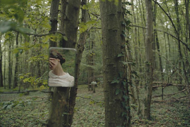 Elene Usdin  Le miroir dans la forêt
