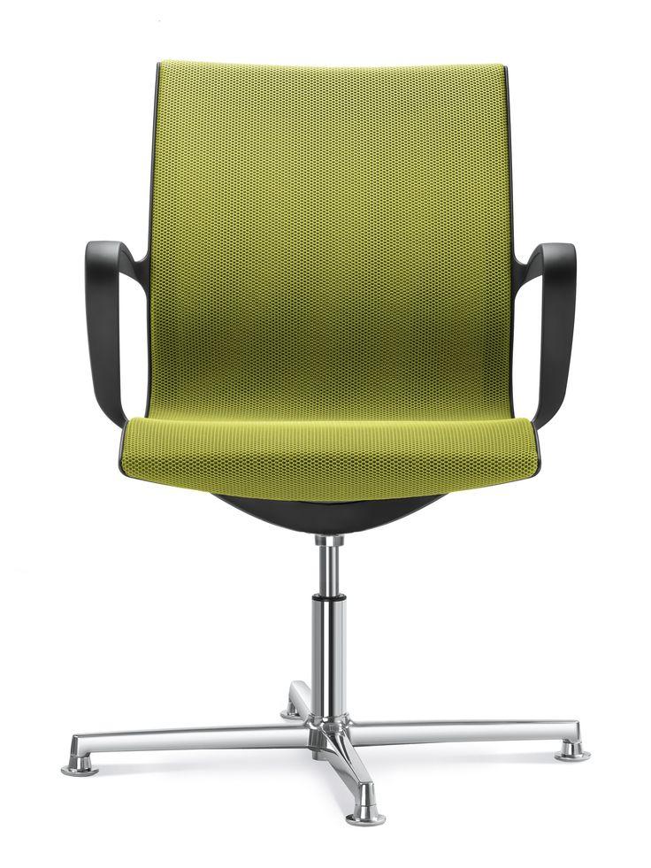 Jetzt bei Desigano.com Bürodrehstuhl Everyday mit 4 Auslegern Sitzmöbel, Konferenzstühle von Desigano ab Euro 564,06 € Everyday steht für ein perfektes Zusammenspiel aus minimalistischem Design, Funktionalität, Zuverlässigkeit und Qualität. Die hervorragenden Stühle passen zu zeitgemäßen Innneräumen und verbinden komfortables modernes Sitzen mit raffiniertem Design. Mit seiner außergewöhnlichen Detailqualität und seinem ausgeprägten klaren Design setzt der Stuhl Everyday Akzente in…