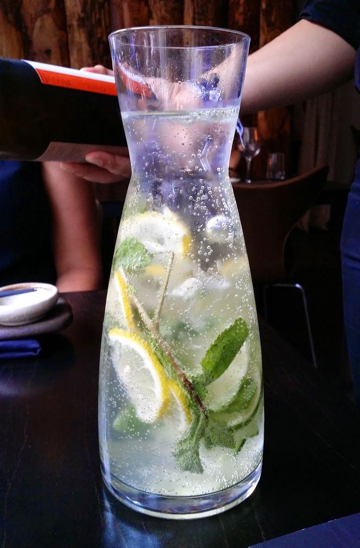 """""""karma"""" vand: citron, agurk og mynte"""
