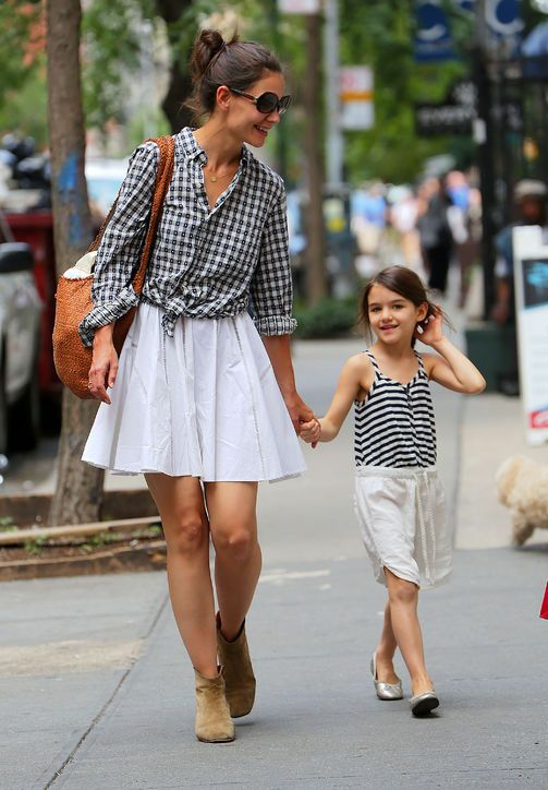 You don't need to be a #celebrity #mom to look good, but you can get inspired from them! #fashionformoms