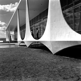 architecture + history: Dedicated to the great Oscar Niemeyer: Brasilia in construction . - architecture + history: Dedicated to the great Oscar Niemeyer: Brasilia under construction, by Marc - Chinese Architecture, Futuristic Architecture, Amazing Architecture, Architecture Details, Interior Architecture, Interior Design, Oscar Niemeyer, Architecture Organique, Construction