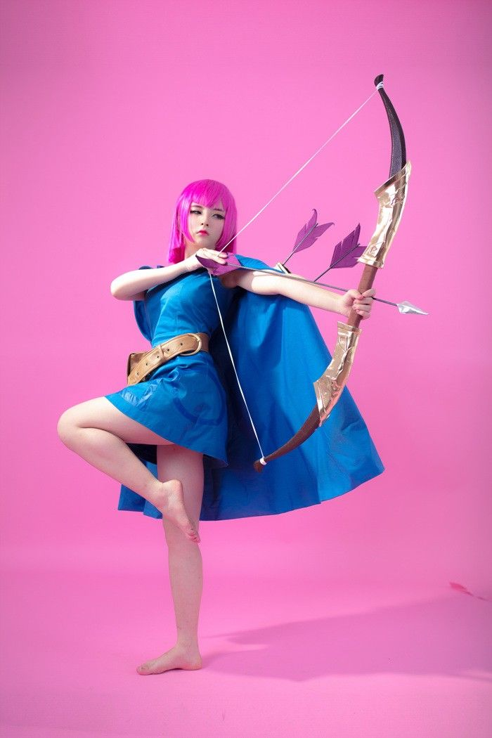 Valkyrie Cosplay Clash Royale Analized 1
