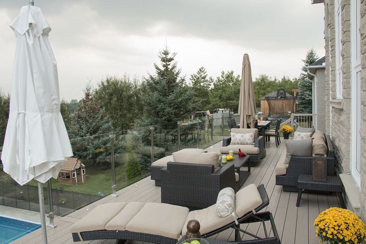 This Clubhouse deck was built in 2015 by our Aurora franchise and has topless tempered glass rail.