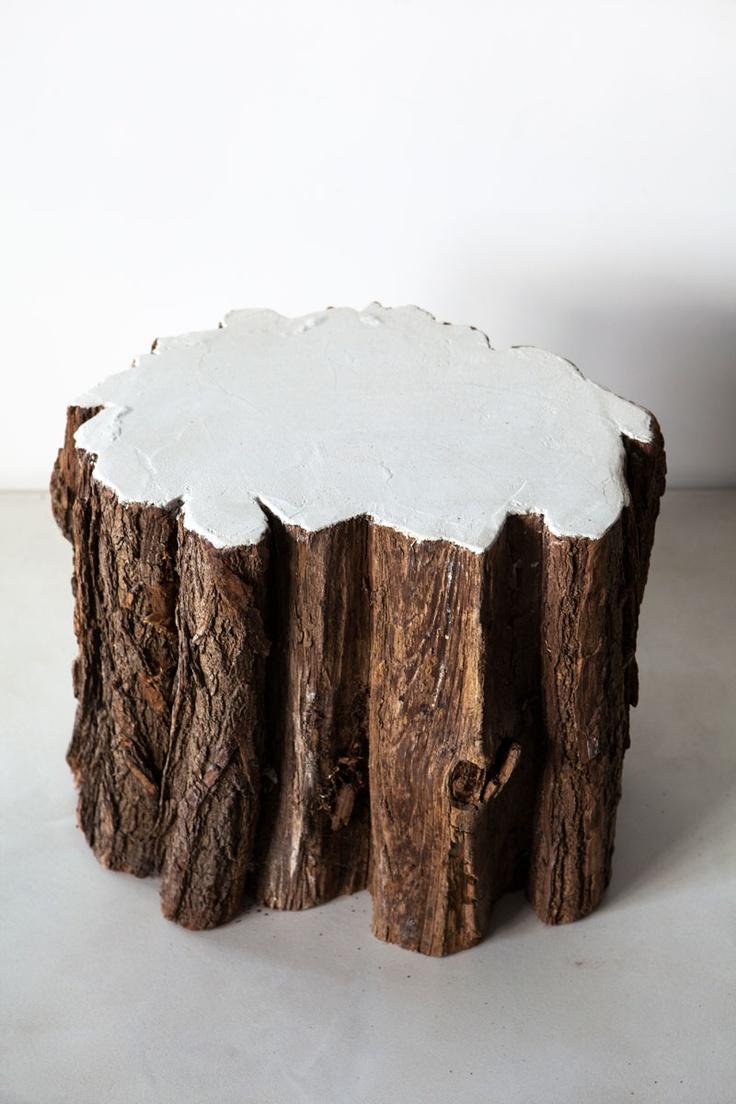 Betonlook boomstam kruk/ bijzettafel. Deze kruk/ bijzettafel geeft uw huis een landelijke sfeer. www.molitli.nl