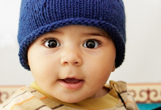 Brei een mutsje voor kindjes in Centraal-Azie (actie van Save the Children).