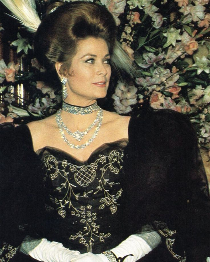 Princess Grace in Van Cleef & Arpels jewels attending a masquerade ball in Monte Carlo, 1968 #PrincessGrace #VanCleefArpels #greatjewelrycollectors