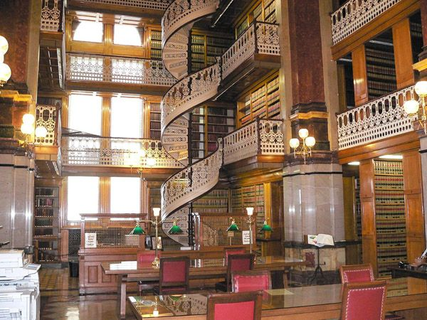 State Library, Iowa, USA. Love the spiral stairs!Amazing Libraries, States Capitol, Law Libraries, Iowa States, Monks, United States, States Capitals, Capitol Law, States Law