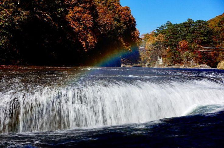 いいね!4件、コメント2件 ― Motohiro Oomoriさん(@motohiro_oomori)のInstagramアカウント: 「吹割の滝の下降口上に現れた虹。 #Sony #rx100m5 #sonycamera #サイバーショット#コンパクトカメラ #吹割の滝#虹#吹割渓谷#紅葉#木々#橋#片品川#群馬県#沼田市」