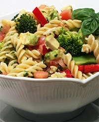 Pasta Salad with Chicken    YummyYummy Food, Bbq Pasta Dishes, Bbq Chicken Side Dishes, Pasta Salad With Chicken, Summer Bbq, Summer Salad, Chicken Yummy, Avocado Summer, Love Food