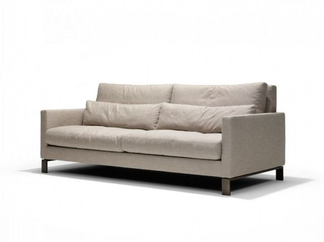 The tight architectural lines give, in particular the Lounge two-seater, a protective intimacy.