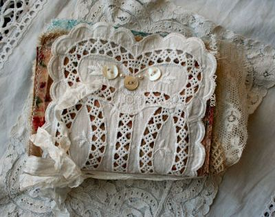 fabric book - look at all the pics!  Love this whole site! So much to look at! Lots of tutorials!