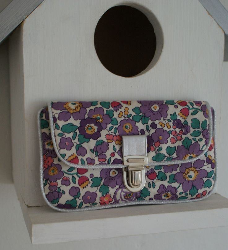 DIY pochette tutorial- a petit pouch to slip into your pocket - Liberty Betsy fabric