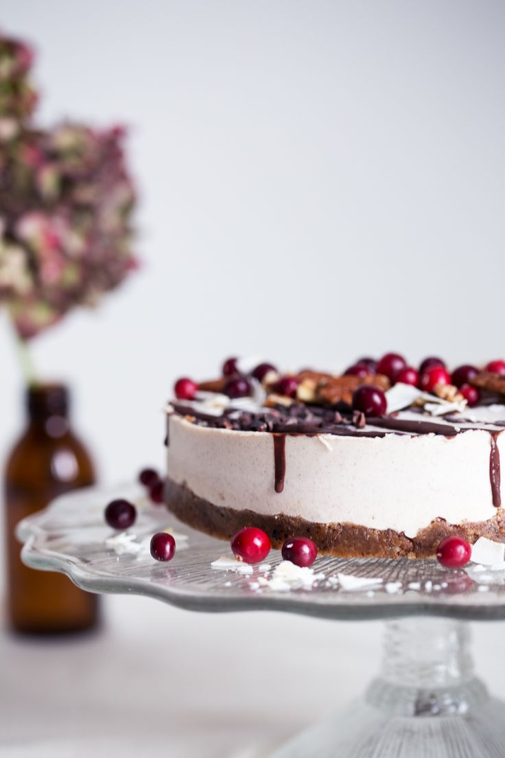 raw vegan gingerbread cake
