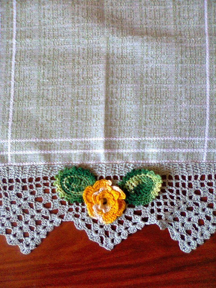 Adriana  Hobby:    Bordură croşetată având aplicate flori şi frunz...