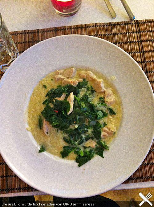 Thai Suppe mit Glasnudeln, Spinat und Hühnchen, ein schönes Rezept aus der Kategorie Kochen. Bewertungen: 12. Durchschnitt: Ø 4,1.