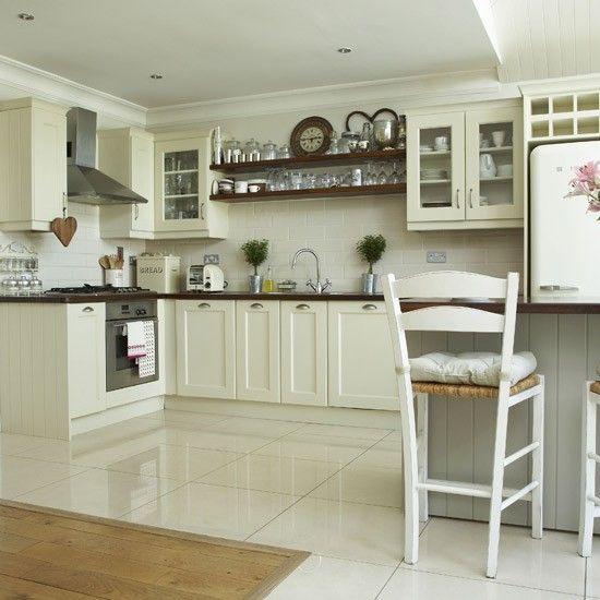Light cream kitchen | Country Kitchen