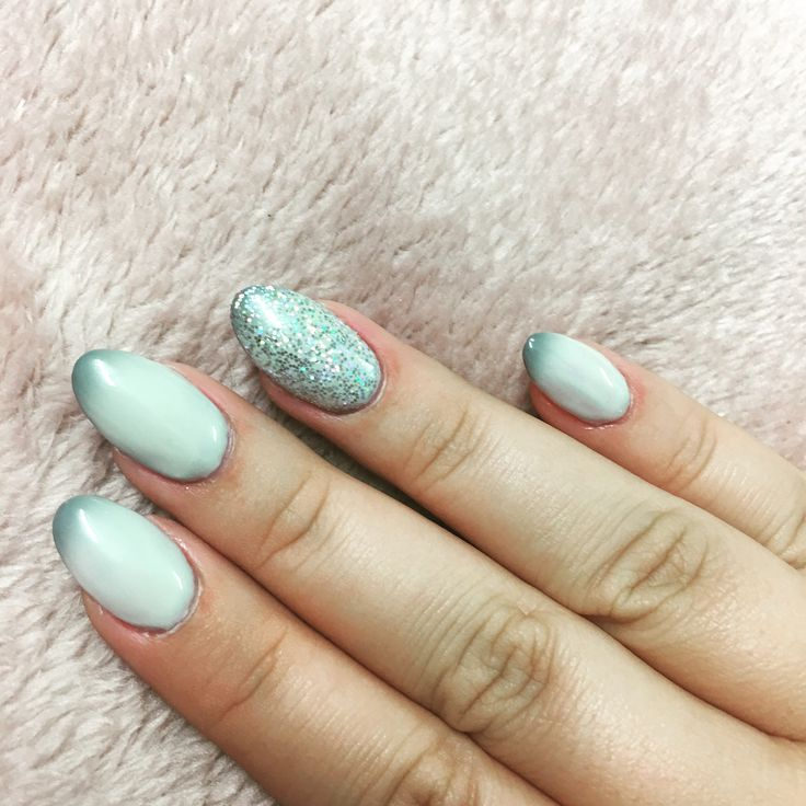 Colour changing gel with a holographic accent 💅💖  . . . #nails #colourchanginggel #holographic #Grey